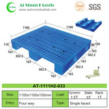 No.33  Three Skids Plastic Pallet